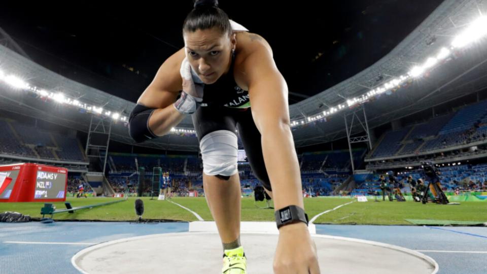 Valerie-Adams-de-Nueva-Zelanda-compite-en-la-final-de-lanzamiento-de-peso-femenino-durante-las-competencias-de-atletismo-de-los-Juegos-Olimpicos-de-Verano-de-2016-en-Rio-de-Janeiro,-Brasil,-el-viernes-12-de-agosto-de-2016.-Credito-Matt-Dunham,-Associated-Press